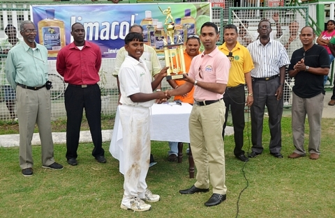 Yadram Receives Trophy, 2013