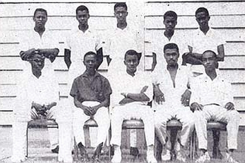 QC Cricket Team, 1963-1964